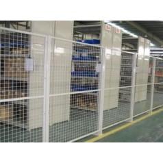 厂家直销仓库隔离栅 运动场勾花护栏网 道路隔离双圈围栏网